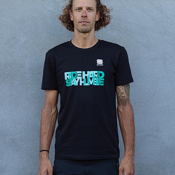 BORA-HANSGROHE Tシャツ「RIDE HARD STAY HUMBLE」 ブラック
